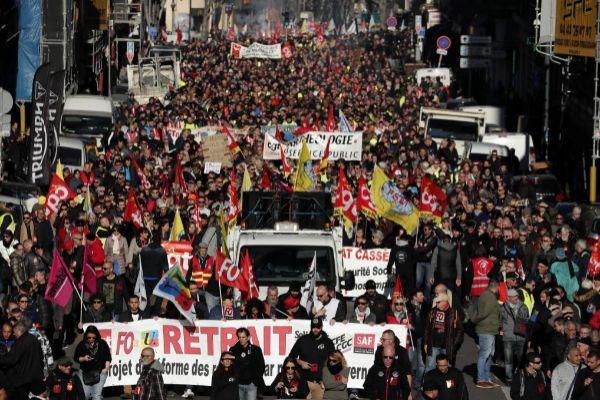 Francia suma ya 39 días de huelga e los transportes.