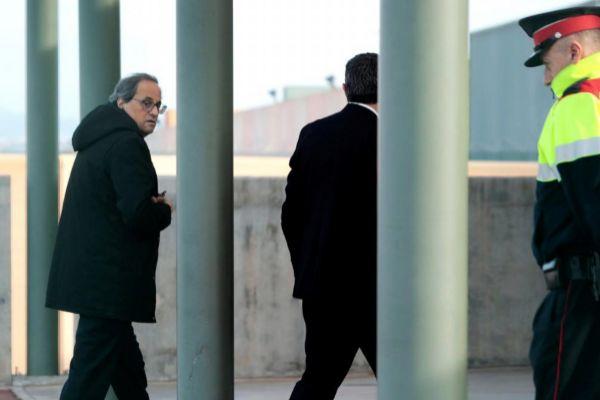 El presidente de la Generalitat, Quim Torra, durante una visita a los...