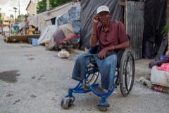 Un amputado en las calles de Puerto Príncipe.