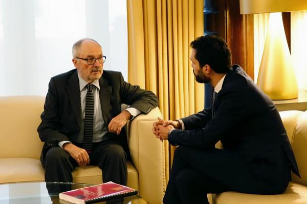 El defensor del pueblo catalán, Rafael Ribó, en una reunión con el...