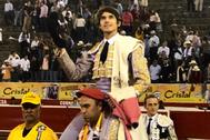 Sebastian Castella, a hombros en Manizales. E.M.