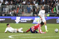 Valverde derriba a Morata y es expulsado al final de la prórroga.