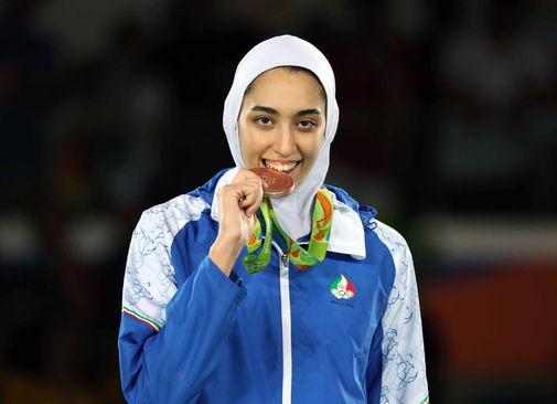 Kimia Alizadeh posa con su medalla de bronce en Río.