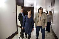 La parlamentaria del PNV Jone Berriozabal junto a la jurista Arantxa Elizondo en la Cámara vasca.