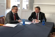 Diego Connesa (PSOE de Murcia) y Ximo Puig (PSPV-PSOE de la Comunidad Valenciana), reunidos ayer en Orihuela.