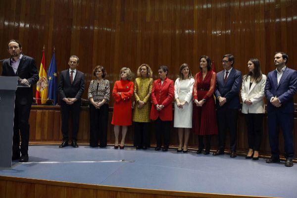 Varios ministros, ayer, en su toma de posesión.