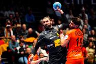 Trondheim (Norway).- Spain's Jorge Maqueda Pena (L) and Dutch Robin Schoenaker in action during the EHF Handball Men European Championship preliminary round match between the Netherlands and Spain, in Trondheim, Norway, 13 January 2020. (Balonmano, Países Bajos; Holanda, Noruega, <HIT>España</HIT>) EPA/ NORWAY OUT
