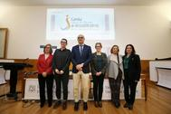 El rector de la Universidad, Manuel Palomar, junto a las diferentes impulsoras del proyecto de esta plataforma educativa en línea.
