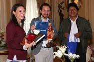 Pablo Iglesias e Irene Montero, con Evo Morales en La Paz durante una visita a Bolivia realizada en 2017.