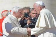 Benedicto XVI exige que se borre su nombre del libro en el que defiende el celibato