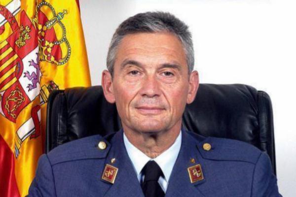 El teniente general del Ejército del Aire y nuevo jefe del Estado...