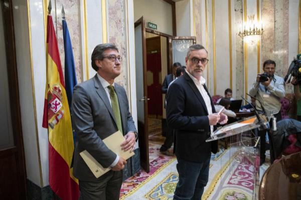 Ignacio Prendes y José Manuel Villegas, en el Congreso de los...