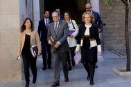 A la derecha, la consellera catalana de Cultura, Mariàngela Vilallonga, junto a Quim Torra y otros miembros del Gobierno de la Generalitat.