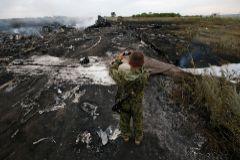 Restos del avión de Malaysia Airlines derribado en el este de Ucrania.