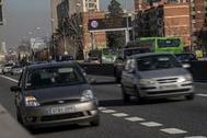 Vehículos en el carretera de Extremadura el pasado jueves, con el protocolo anticontaminación activado.