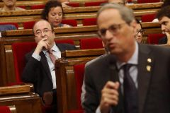 El PSC se alía con los separatistas en el Parlament para mantener a Quim Torra como diputado