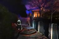 Arde por completo un chalet en El Molar en un incendio sin heridos