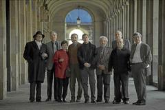De izquierda a derecha: Pere Gimferrer. Guillermo Carnero. Ana M. Moix. Vicente Molina Foix. Félix de Azúa. José María Alvarez. Josep M. Castellet. Manuel Vázquez Montalbán. Antonio Martínez Sarrión, en 2007 en Barcelona.