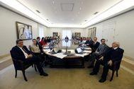 El Gobierno de Pedro Sánchez al completo con el ex presidente de la AIReF, José Luis Escrivá, en primer término.