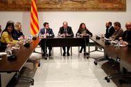 Mesa de partidos y asociaciones independentistas, encabezada por Torra.