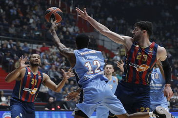 St. Petersburg (Russian Federation).- Tornike Shengelia of Kirolbet <HIT>Baskonia</HIT> Vitoria Gasteiz (R) in action against Alex Renfroe of Zenit St. Petersburg (L) during the Euroleague basketball match between BC Zenit St. Petersburg and Kirolbet <HIT>Baskonia</HIT> Spain in St. Petersburg, Russia, 15 January 2020. (Baloncesto, Euroliga, Rusia, España, San Petersburgo) EPA/