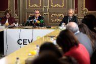 El presidente de la CEV, Salvador Navarro, durante su comparecencia ante los medios.