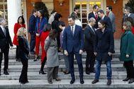 Pedro Sánchez, con los ministros de su nuevo Gobierno este martes en La Moncloa.