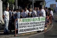 El colectivo de Alpes se manifiesta ante las puertas del Parlamento de Andalucía en una imagen de archivo.