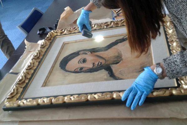 Expertos examinan el Picasso 'Cabeza de mujer joven' tras ser...