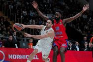 Moscow (Russian Federation).- Howard Sant-Roos (R) of CSKA Moscow in action against Facundo Campazzo (L) of Real <HIT>Madrid</HIT> during the Euroleague basketball match between CSKA Moscow and Real <HIT>Madrid</HIT> in Moscow, Russia, 14 January 2020. (<HIT>Baloncesto</HIT>, Euroliga, Rusia, Moscú) EPA/