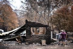 Una casa devastada por el fuego en el parque nacional de Budgong.