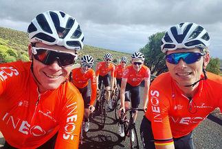 Chris Froome, estos días en Tenerife, con varios compañeros.