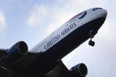 Un avión de British Airways despegando en el aeropuerto de Heathrow (Londres).