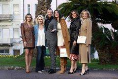 El presentador del festival de Sanremo, Amadeus, junto a Francesca Sofia Novello y a las otras co presentadoras.