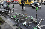 Patinetes 'rompehuelgas', los polémicos ganadores en los paros del transporte en Francia