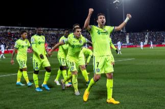 GRAF3647. LEGANÉS (MADRID).- El delantero del <HIT>Getafe</HIT> CF Jaime Mata celebra su gol, el tercero del equipo ante el Leganés, durante el partido de la jornada 20 de LaLiga que se disputa este viernes en el estadio de Butarque.
