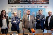 Los promotores del proyecto residencial Acequia de Mestalla, ayer.