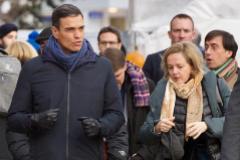 Pedro Sánchez camina junto a Nadia Calviño en la última edición del Foro Económico Mundial de Davos.