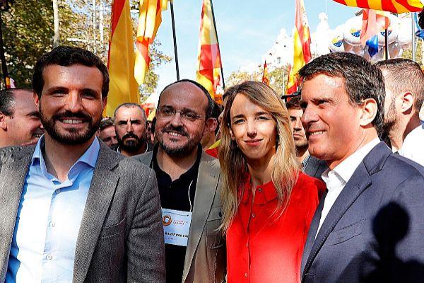 Pablo Casado, Cayetana Álvarez de Toledo y Manuel Valls, en una...