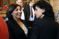 France's newly elected Socialist Paris mayor Anne <HIT>Hidalgo</HIT> (L) speaks with opposition member Rachida Dati after the Paris council elected <HIT>Hidalgo</HIT> into the post, April 5, 2014. <HIT>Hidalgo</HIT> is the first woman to be elected to the post of Paris mayor. REUTERS/Philippe Wojazer (FRANCE - Tags: POLITICS) - GM1EA451RYN01