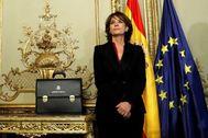 Dolores Delgado en el acto de traspaso de cartera a su sucesor Juan Carlos Campo.
