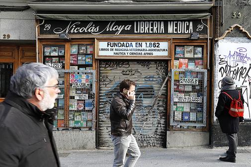 La librería Nicolás Moya, cerrada en la calle Carretas