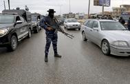 Un miembro de las fuerzas aliadas del Gobierno de Trípoli, en un control.