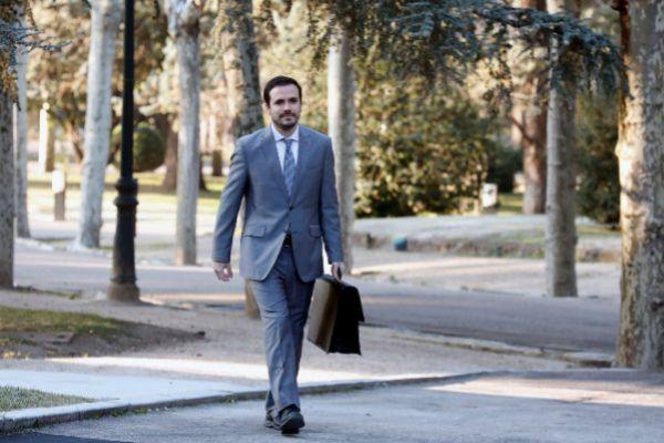 Alberto Garzón se dirige al Consejo de Ministros en el Palacio de la...