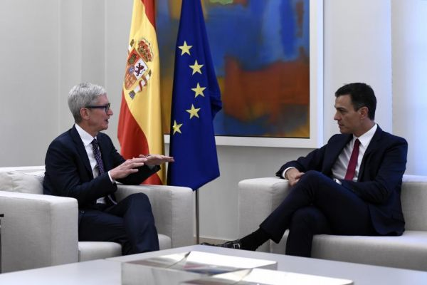 Apple, Google y Amazon piden cita con Sánchez en Davos