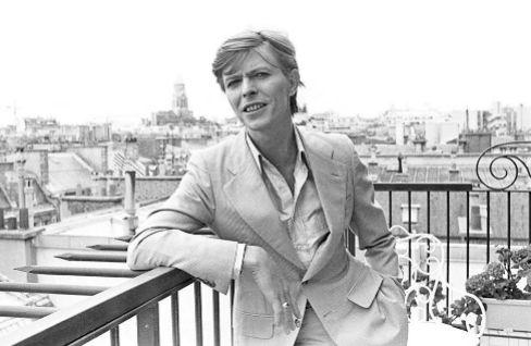 David Bowie, en un balcón de París