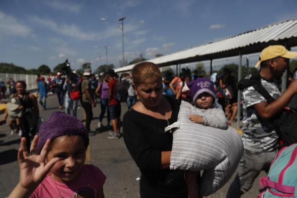 Bebés y niños siguen la Caravana Migrante rumbo a México.
