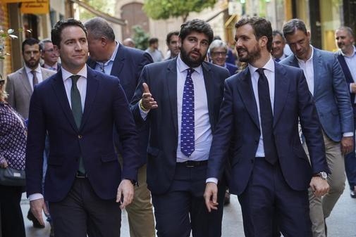El presidente del Partido Popular, Pablo Casado; el secretario...