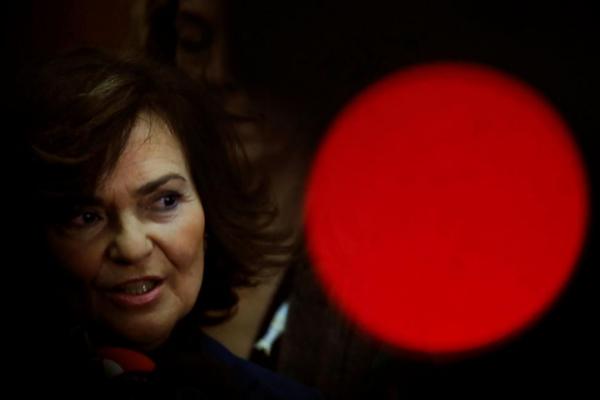 Carmen Calvo, vicepresidenta primera, atiende a los medios antes de...