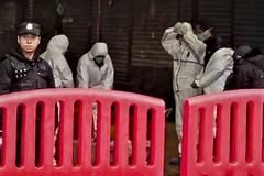 """En la ciudad fantasma del virus chino: """"Si sales con esa mascarilla, mueres seguro"""""""